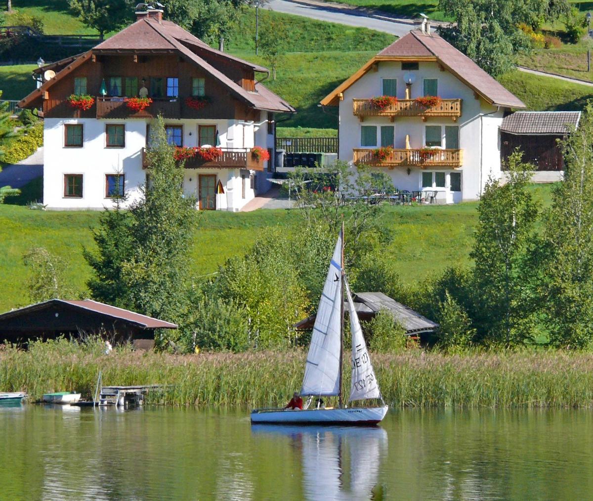 5 Ferienwohnungen in 2 Häusern
